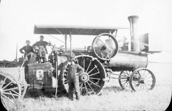Dampdreven traktor. Frå samlinga av bilete om Hallingar i USA.